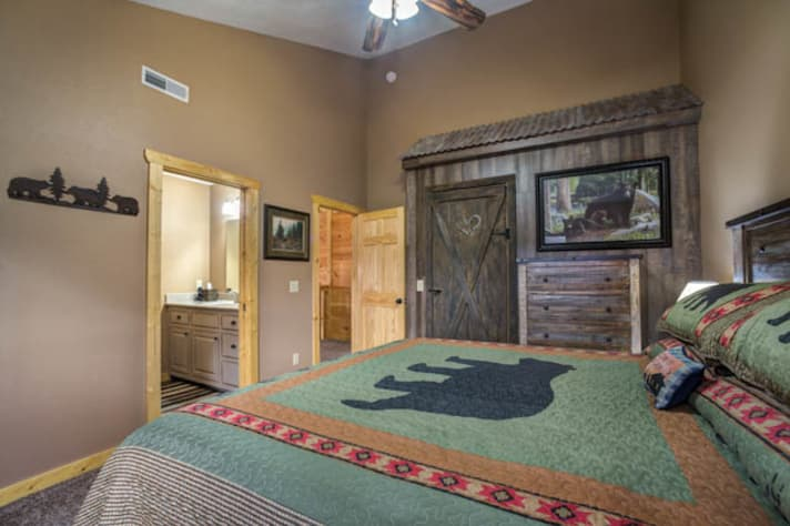 Pigeon Forge, Tennessee Chalet Rental - Gallery Image #15
